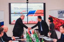 Handshake of participants of meeting China & Russia